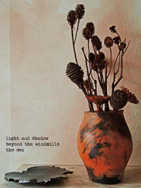 dried flowers, vase, haiga